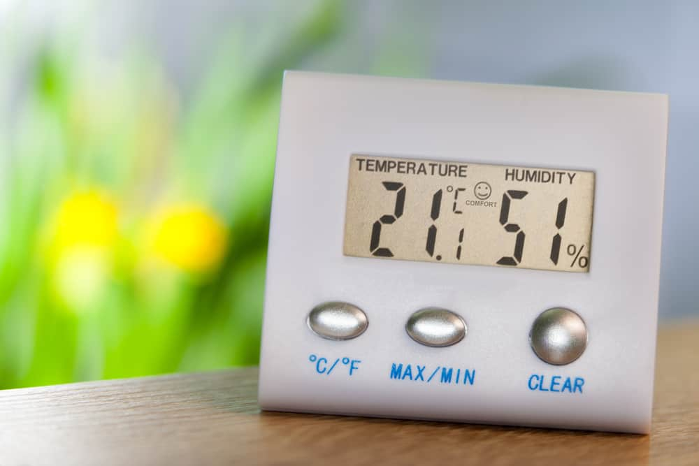 Hygrometer,On,A,Table,Shows,Comfort,Temperature,And,Humidity